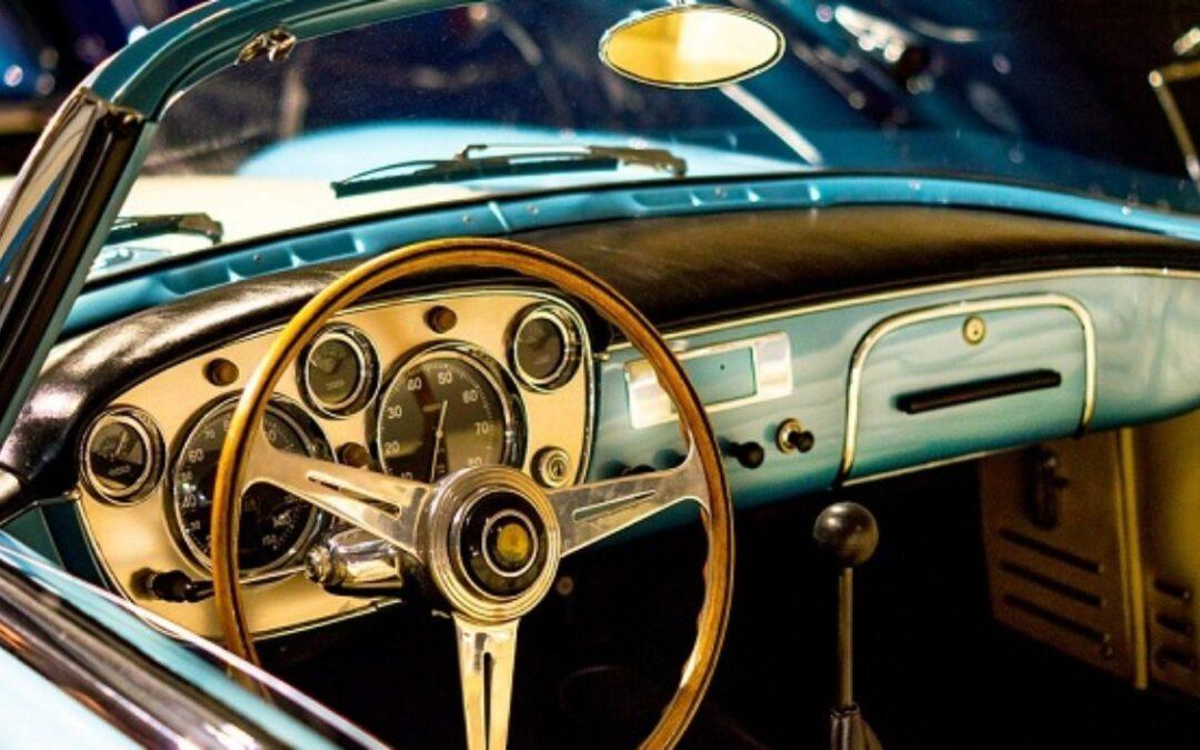 Come riparare il quadro strumenti delle auto d'epoca