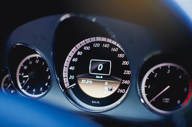 Il tachimetro auto: le differenti tipologie